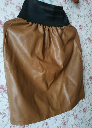 Стильная юбка карамельная