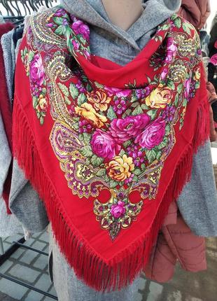Хусточка в українському стилі.