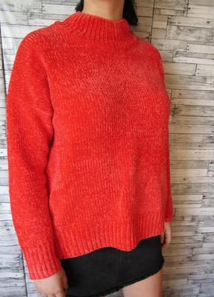 Алый велюровый свитер