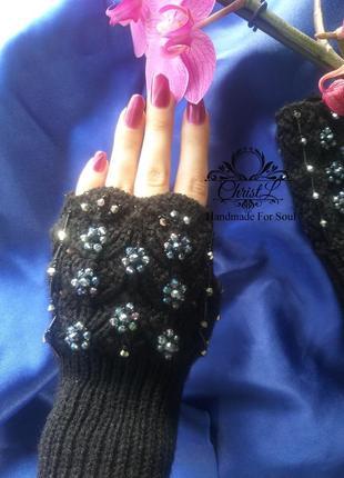 Черные кружевные митенки с ручной вышивкой кристаллами