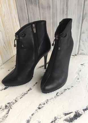 Кожаные ботинки ! один раз обуты, ботинки на шпильке