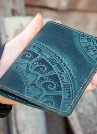 Кожаная обложка для паспорта с тиснением орнаментом темно-зеленая