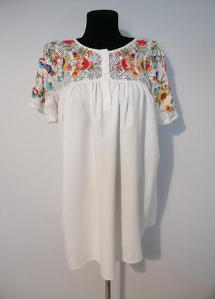Стильная удлиненная блуза оверсайз с вышивкой