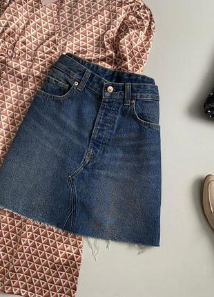 Трендовая джинсовая юбка трапеция с необработанным краем h&m