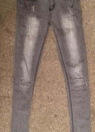 Серые узкие джинсики