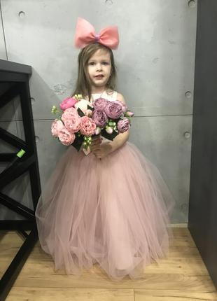 Красивое пышное платье для девочки 5-6 лет, на выпускной пудровое пудра