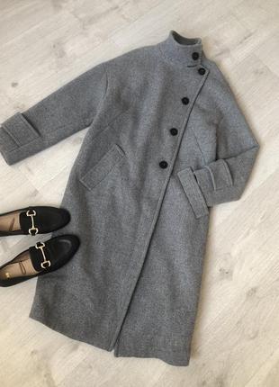Серое шерстяное пальто длины миди