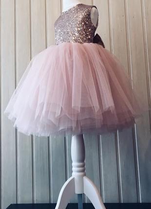 Платье бальное пышное пудровое пудра фатиновое с пайеткаии нарядное праздничное