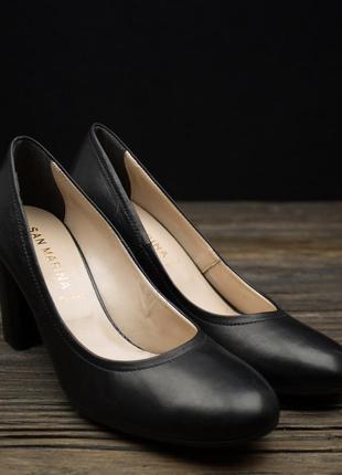 Класичні шкіряні туфлі на зручному каблуку san marina р-39