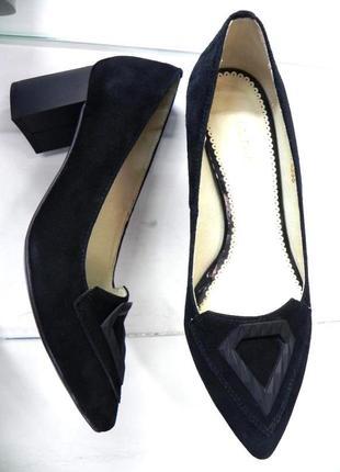 Замшевые туфли на устойчивом каблуке 37
