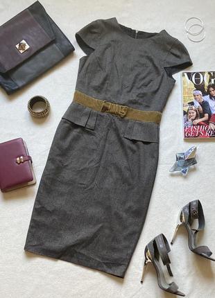 Платье-футляр в деловом стиле.