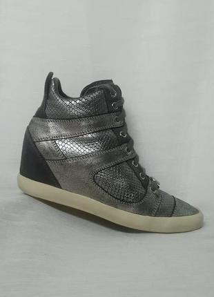 Комфортные брендовые кожаные демисизонные ботинки -крассовки