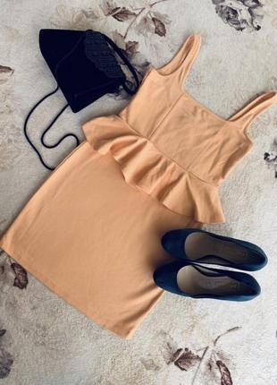 Платье миди персикового цвета