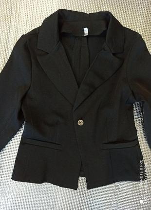 Очень красивый школьный черный пиджак рост 134