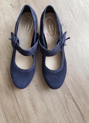 Туфли замшевые на квадратном каблуке