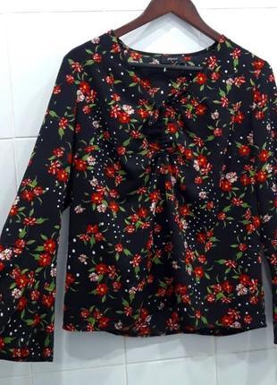 Стильная шифоновая блуза с рукавами воланами