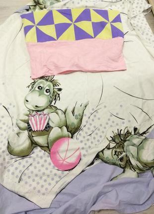 Качественный пододеяльник с динозавром+ наволочка+ полотенце.