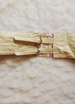 Широкий пояс в цветочный принт и бежевый кожзам ремешки на талию ремень