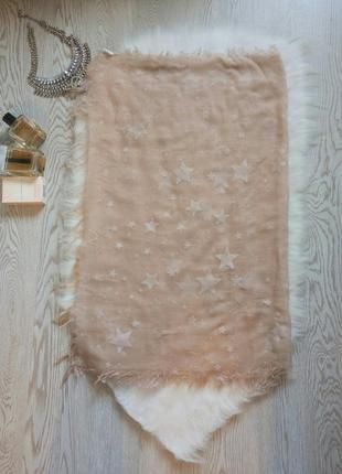 Бежевый тонкий длинный широкий платок палантин шарф с белыми звездами от centro