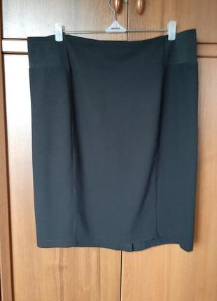 Черная трикотажная юбка-карандаш размера 54-56.