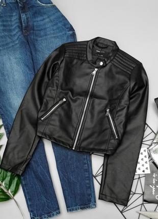 Крутая укороченная косуха с серебряной фурнитурой куртка кожанка