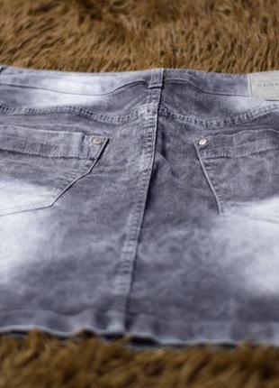 Стильная джинсовая мини-юбка