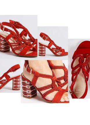 Туфли босоножки с принтом и переплетом, переплёт мощный каблук