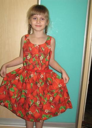 Яркое летнее платье.