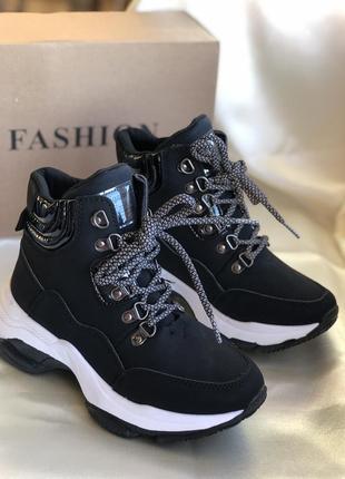 Черные демисезонные утепленные кроссовки, ботинки на платформе