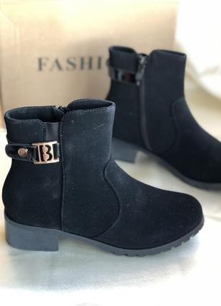 Стильные чёрные демисезонные ботинки, ботильоны на каблуке