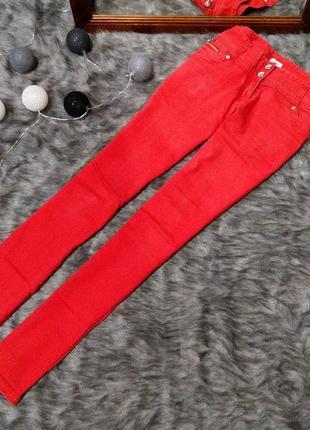 Джинсы трендового красного цвета pimkie
