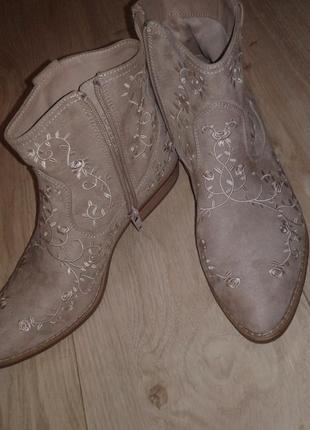 Ботинки казаки  полусапожки ковбойские с вышивкой больше обуви в профиле