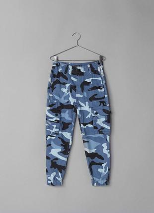 Карго брюки камуфляжные камо армейские джоггеры штаны bershka на резинках
