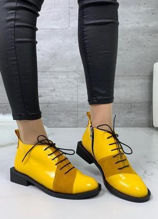 Жёлтые лаковые туфли оксфорды,яркие кожаные туфли на низком каблуке