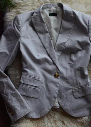 Стильный пиджак в мелкую клеточку