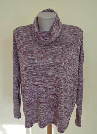 Красивый мягкий свитер свободного фасона