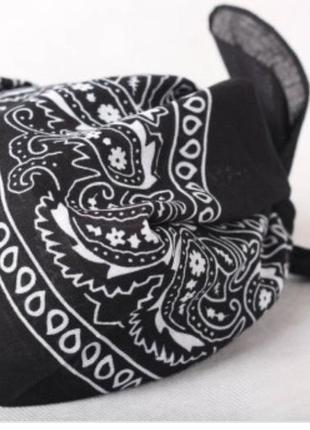 Хустка бандана - тренд сезону можна носити як пов'язку на голові, як аксессуари.