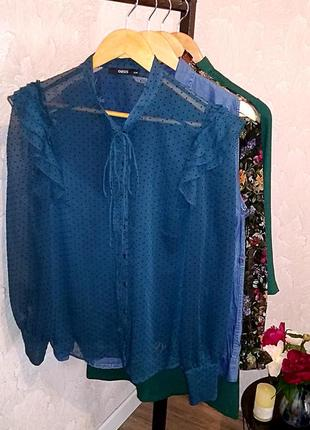 Великолепная шифоновая блуза в горошек с рюшами oasis