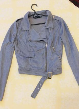 Серая куртка косуха под замшу велюр