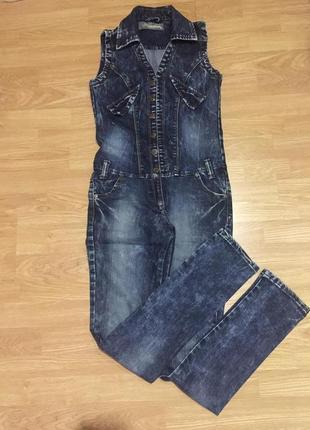 Стильный качественный джинсовый комбинезон, размер s