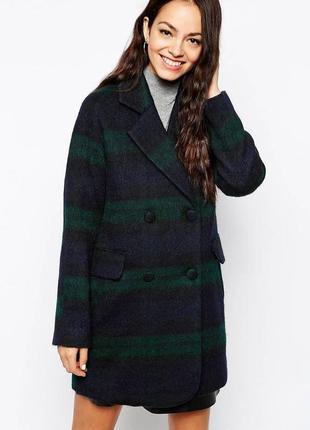 Темно зеленре пальто в клетку new look