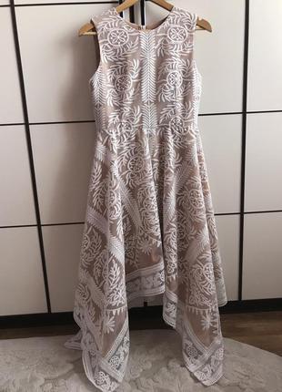 Стильна сукня для особливих подій.