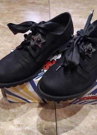 Женские демисезонные туфли.