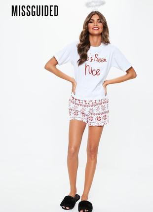 Новая пижама с футболкой и шортами в принт вина missguided