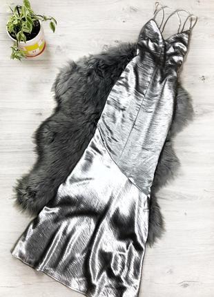 Шикарное серебристое макси платье