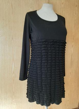 Красивое чёрное платье с воланами, м-l.