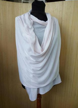 Трикотажный широкий пудровый шарф палантин