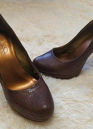 Шикарные кожаные туфли  бренд
