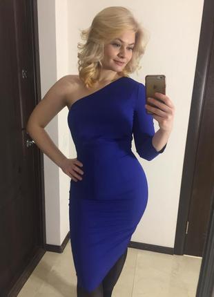 Красивое синее платье с одним рукавом