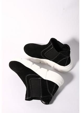 Женские замшевые ботинки черного цвета